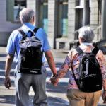 Szczęśliwi emeryci w podróży z oszczędności w ramach PPK