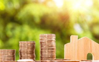 Kredyt hipoteczny - koszt - monety i domek