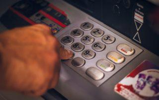 bankomat wpisywanie pinu